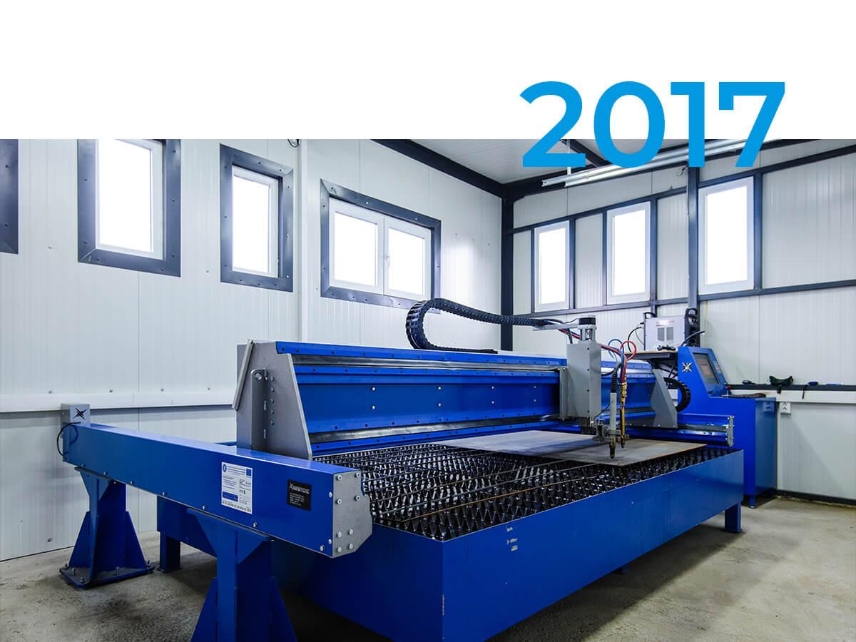 Se finalizează construcția unei hale de producție, cladirea C1. Se achiziționează un echipament full-automat de debitare cu plasmă și oxigaz pentru piese metalice.