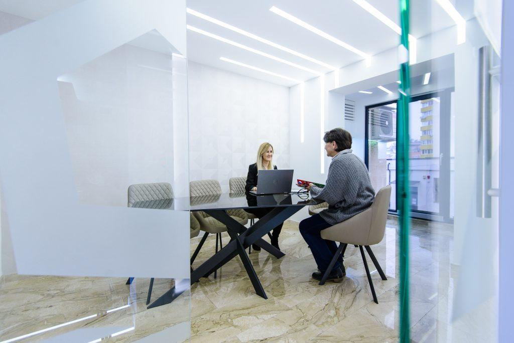 EchipaPenta Media la birou