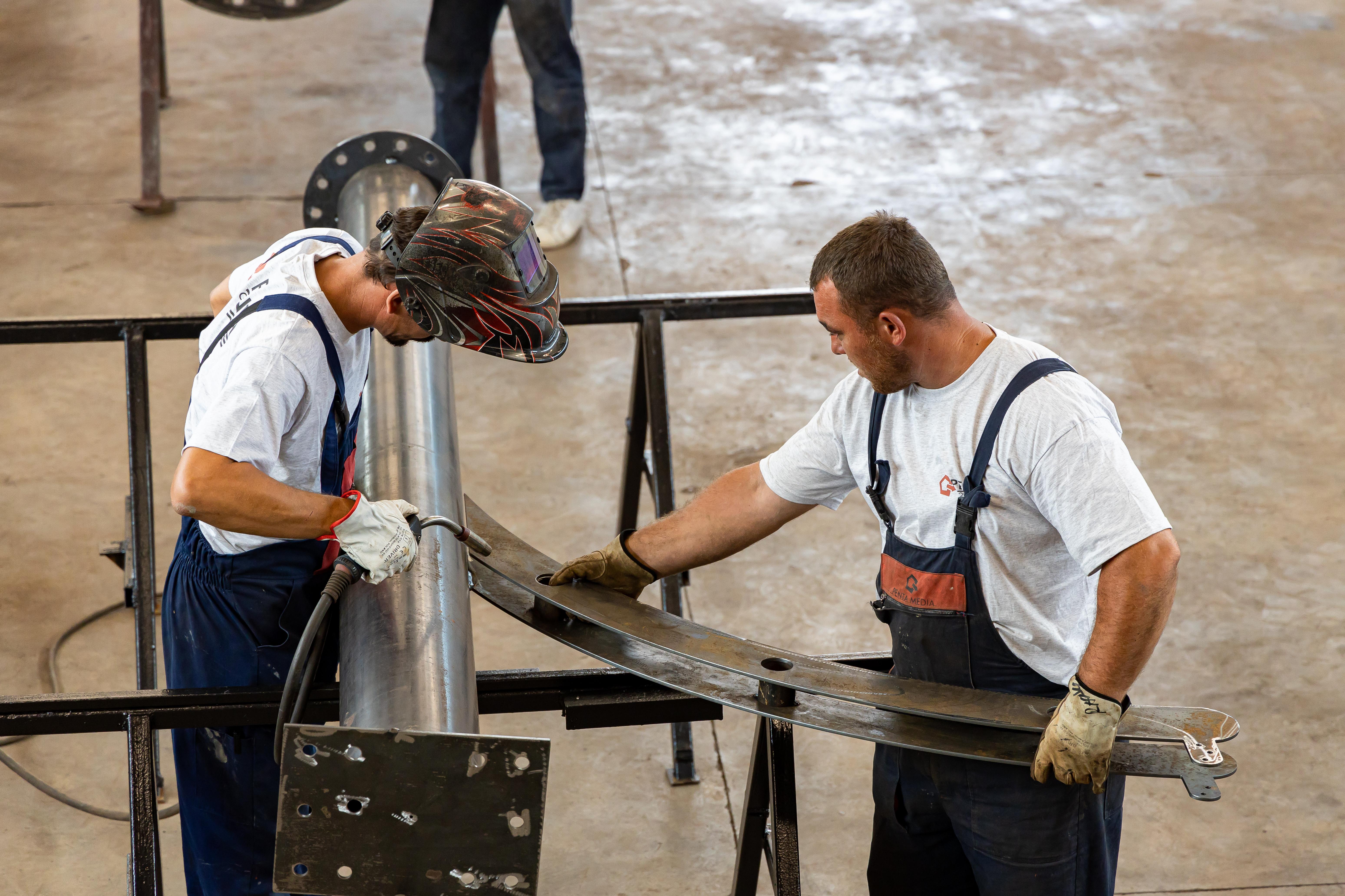 Asamblarea piciorului de la structura metalică a panoului