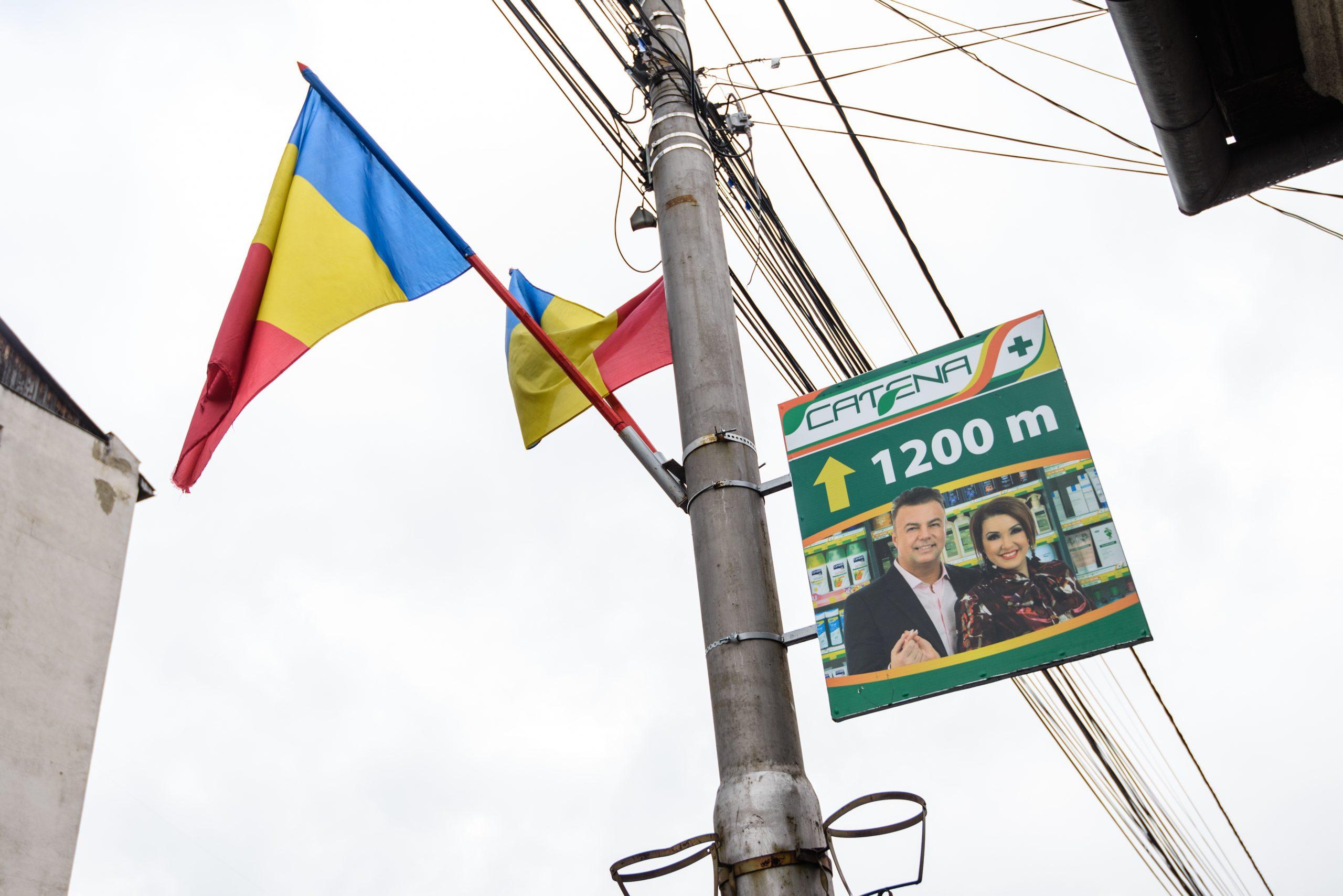 Panouri direcționale amplasate pe stâlpii de iluminat public