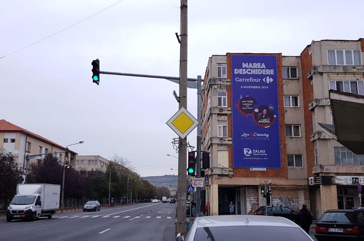 Mesh amplasat pe clădire