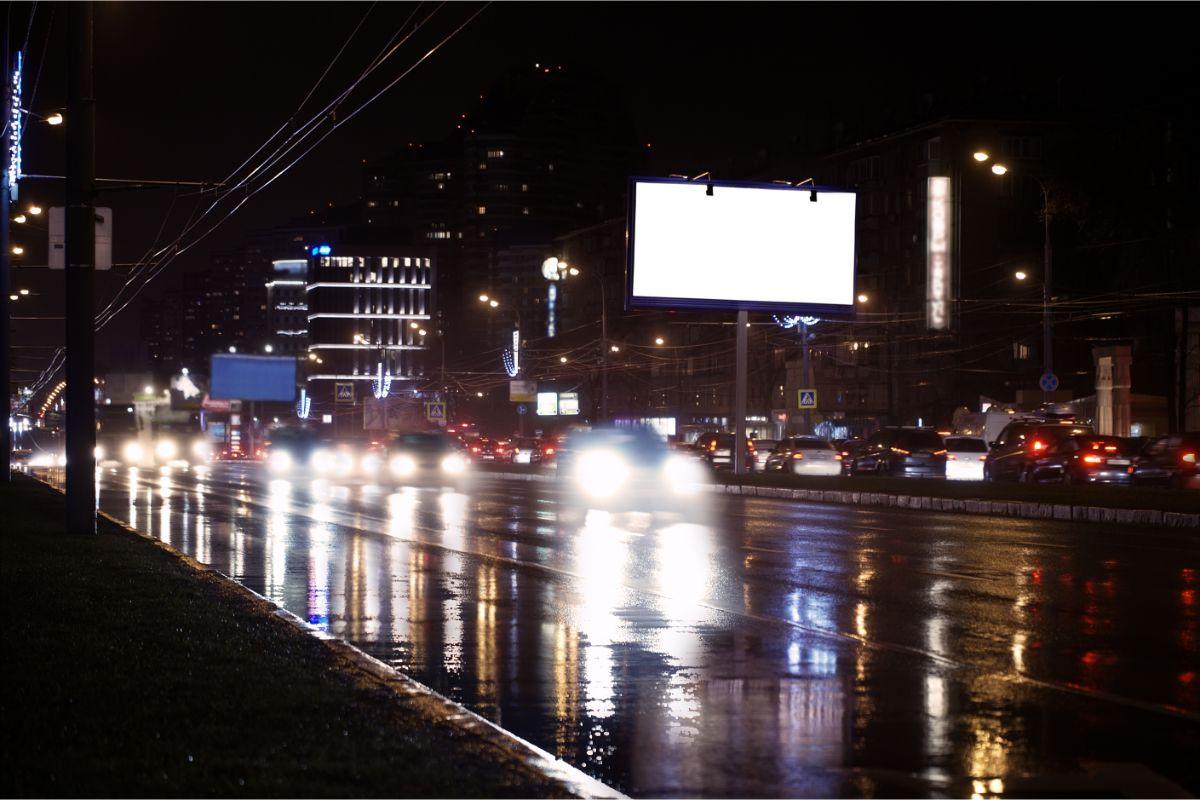 OOH advertising - cum poți folosi această metodă de publicitate fizică în funcție de consumatorii vizați