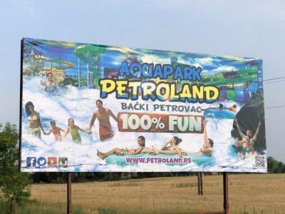 Panou Billbard amplasat la marginea unui drum național