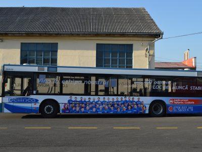 Autobuz colantat tranzitare oraș