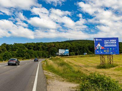 Panou publicitar de tip Unisign la intrarea in oras dimensiuni mari.