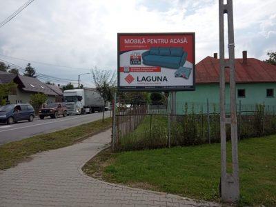 Panou backlit amplasat în oraș