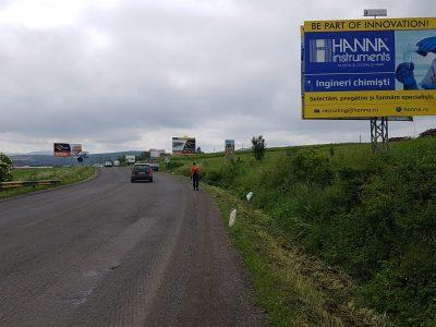 Panou publicitar Unisign amplasat pe un drum național