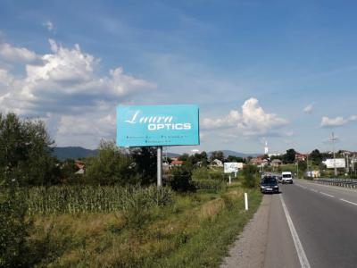 Panou publicitar de tip Unipol amplasat la intrarea în oraș