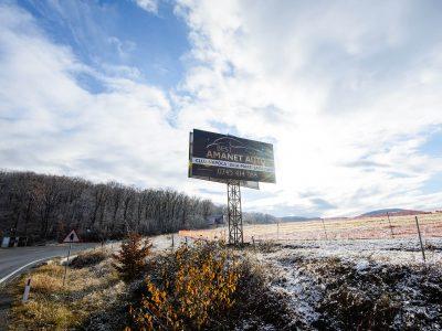 Panou Billboard/Unisign amplasat pe un drum național